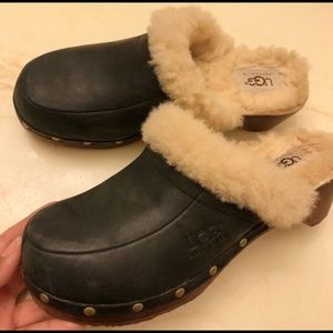 Size 7 ugg clogs black sheepskin leather